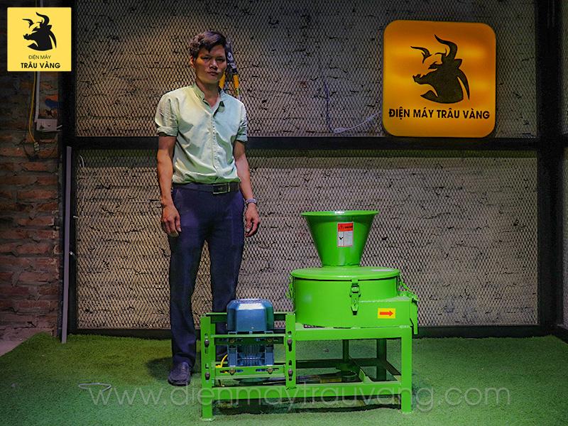 máy chế biến thức ăn cho trâu bò
