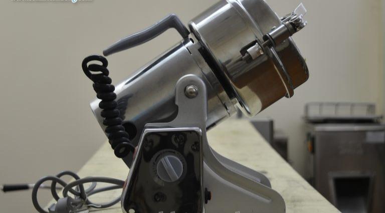 máy xay dược liệu mini